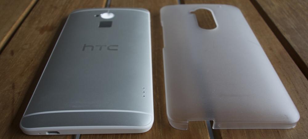 HTC One Max avec la coque translucide fournie
