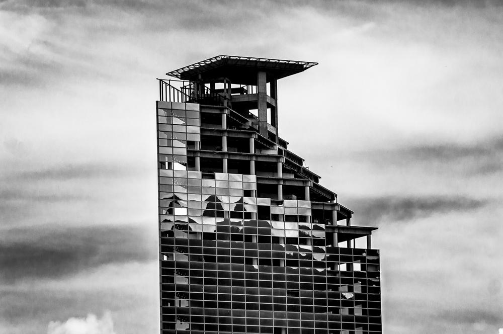 Immeuble destiné à être le siège d'une grande banque, d'un complexe de bureaux et d'un hôtel, la ruine du Centro Financiero Confinanzas, également appelé Torre de David (Tour de David). Un complexe inachevé qui abrite aujourd'hui environ 2 000 à 2 500 habitants illégaux