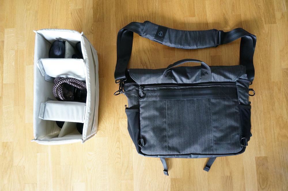 Au dos du sac, une grande poche pour les papiers et magazines, ainsi qu'un passant pour trolley. Bien vu! A gauche, le pratique insert amovible.