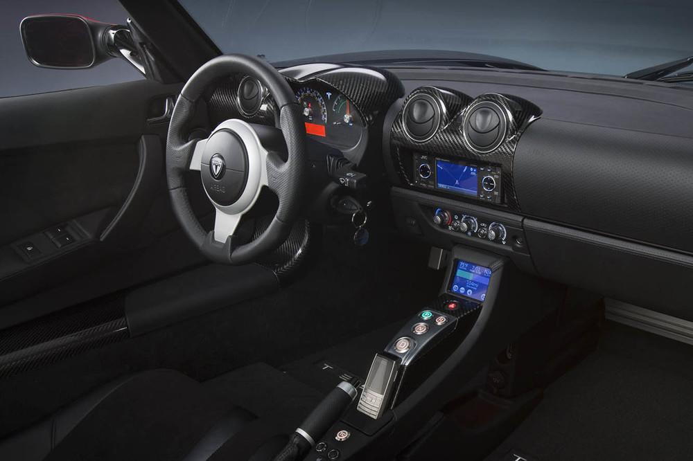L'intérieur de la Tesla Roadster est beaucoup plus simple que celui de la Model S