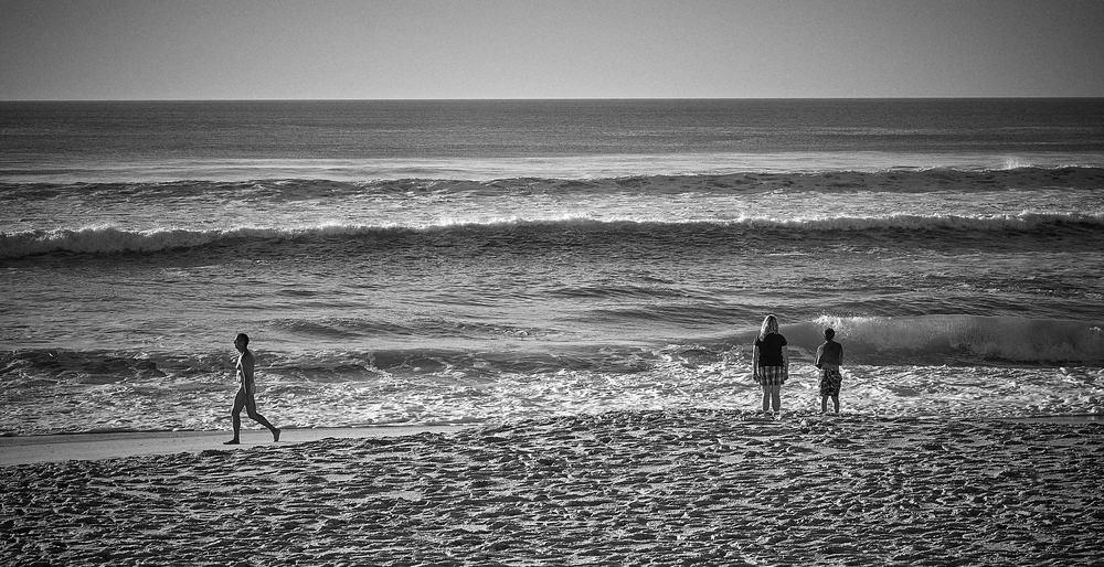 Rigueur des attitudes et du graphisme 😜😝😋 Plage du Cap-Ferret Leica ©Thierry Lothon 2014  Sur mon Flickr