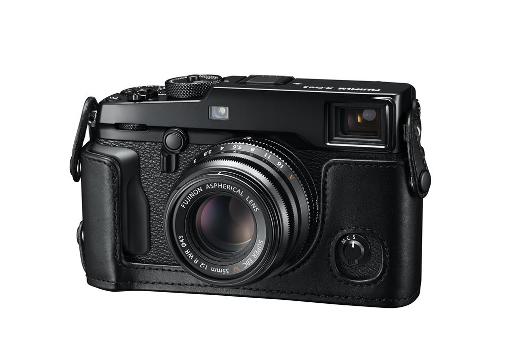 12_X-Pro2_BK_FrontLeft_35mmF2_LeatherCase.jpg