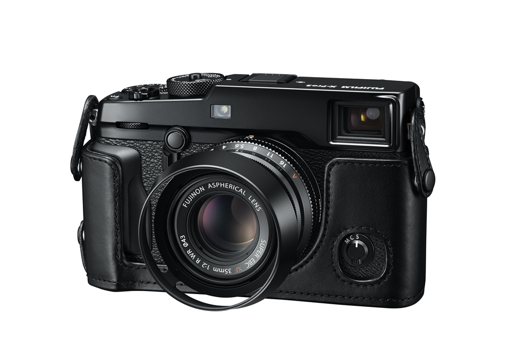 13_X-Pro2_BK_FrontLeft_35mmF2_LeatherCase_LensHood.jpg
