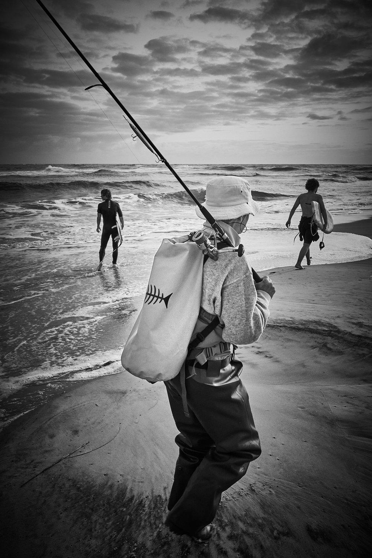 Pêche et surf // Plage de L'Horizon, Cap-ferret // Prise de vue au Leica Q // Traitement Capture One Pro 10.