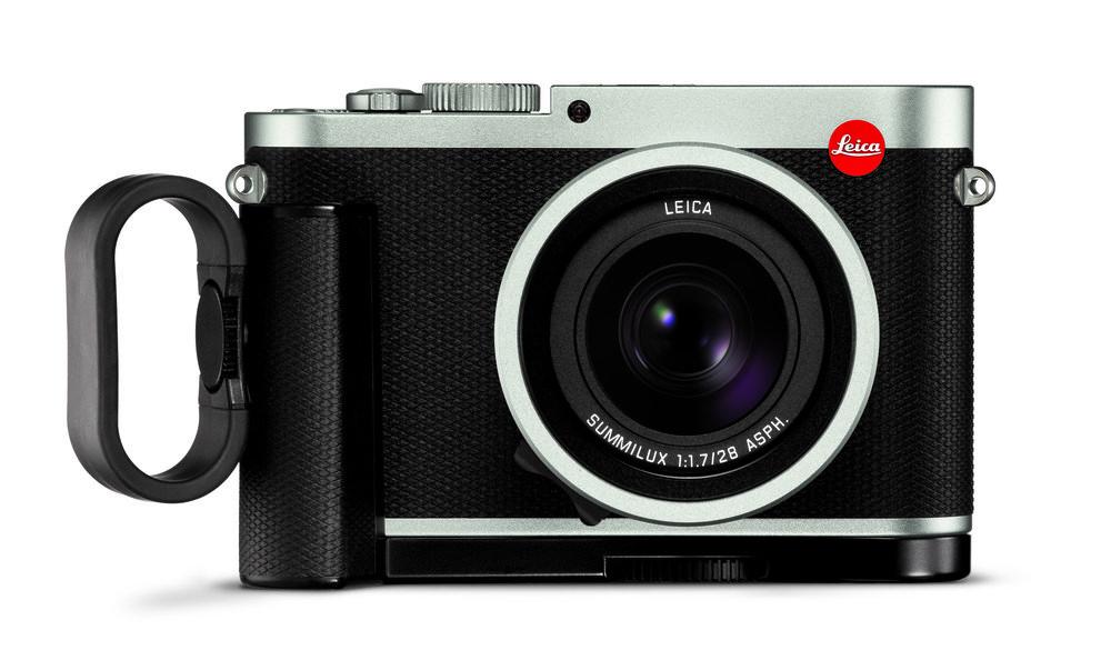 Leica Q silver_front_handgrip_finger loop.jpg