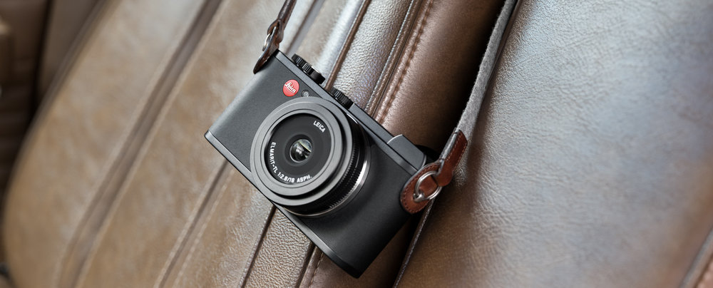 Leica CL avec le 18mm F2.8 (F4 pour un capteur 24x36 pour le rendu d'arrière plan). Dommage que cette optique n'offre pas une ouverture plus intéressante à F1.4 mais son encombrement aurait été nettement plus imposante. Contrainte technologique et choix marketing…