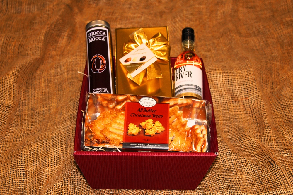 The Aston Hamper includes: - 187ml white, rose or red wine, artisan Belgian chocolates, Belgian drinking chocolate, all butter Christmas biscuits, gift basket, wood wool, gift wrapping, ribbon & bow