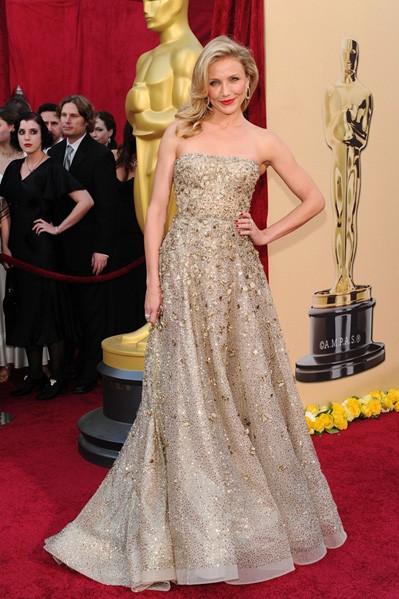 Cameron-Diaz-in-Oscar-de-la-Renta-gown-chs1.jpg