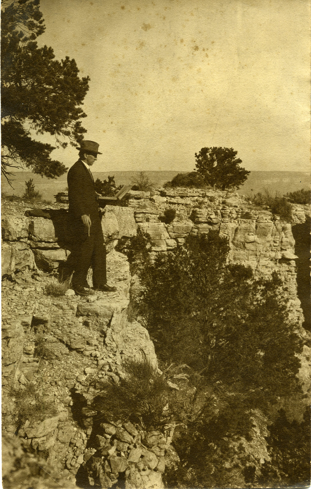 Elliott Daingerfield working at the rim of the Grand Canyon.