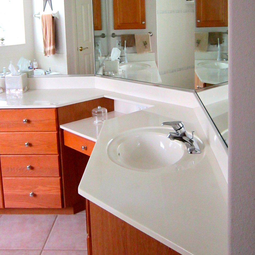 Master Bath Before 1.JPG