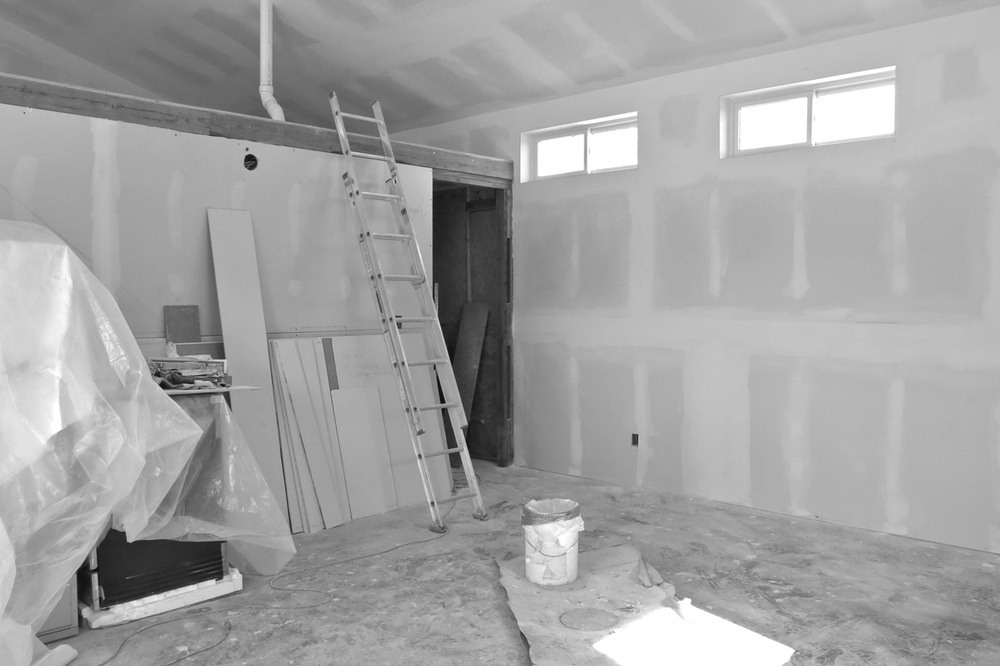 16-31 July 2015: Interior walls, sheetrock taped and floated on most walls.