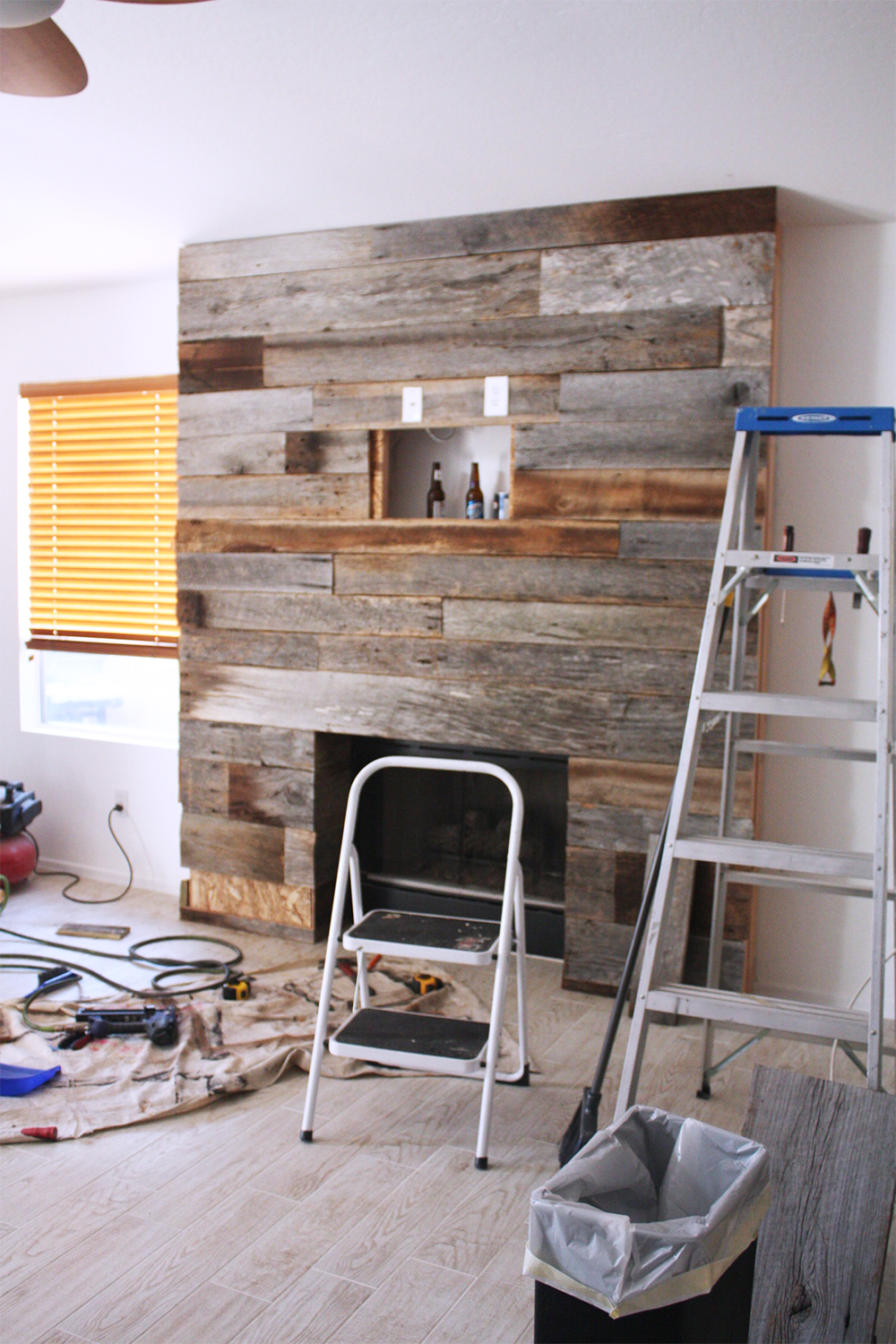 diy reclaimed wood fireplace kristi murphy diy blog. Black Bedroom Furniture Sets. Home Design Ideas