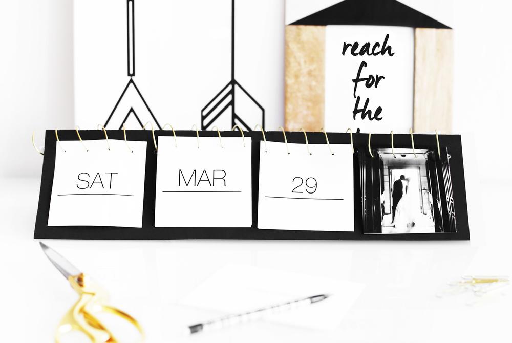 Diy Table Calendar : Turn your instagram photos into a flip calendar — kristi