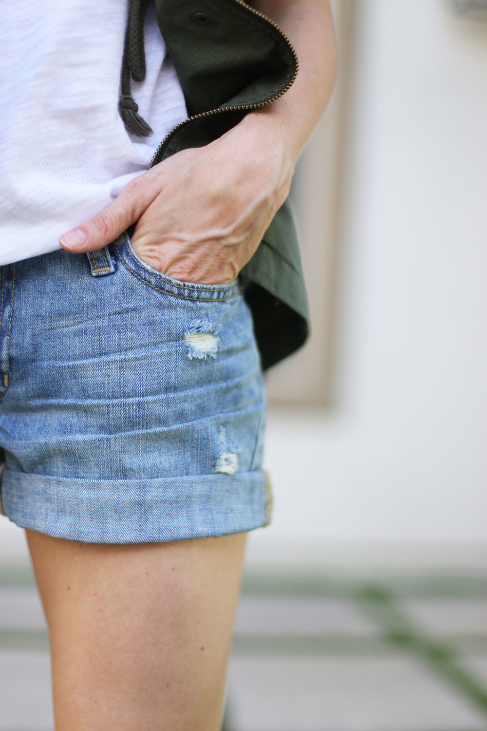 distressed shorts outfit