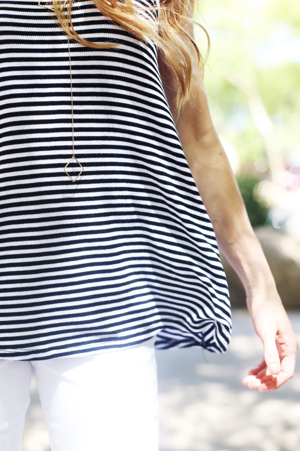 tops to wear with white jeans