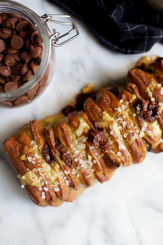 soft pretzel chocolate chip pull apart bread