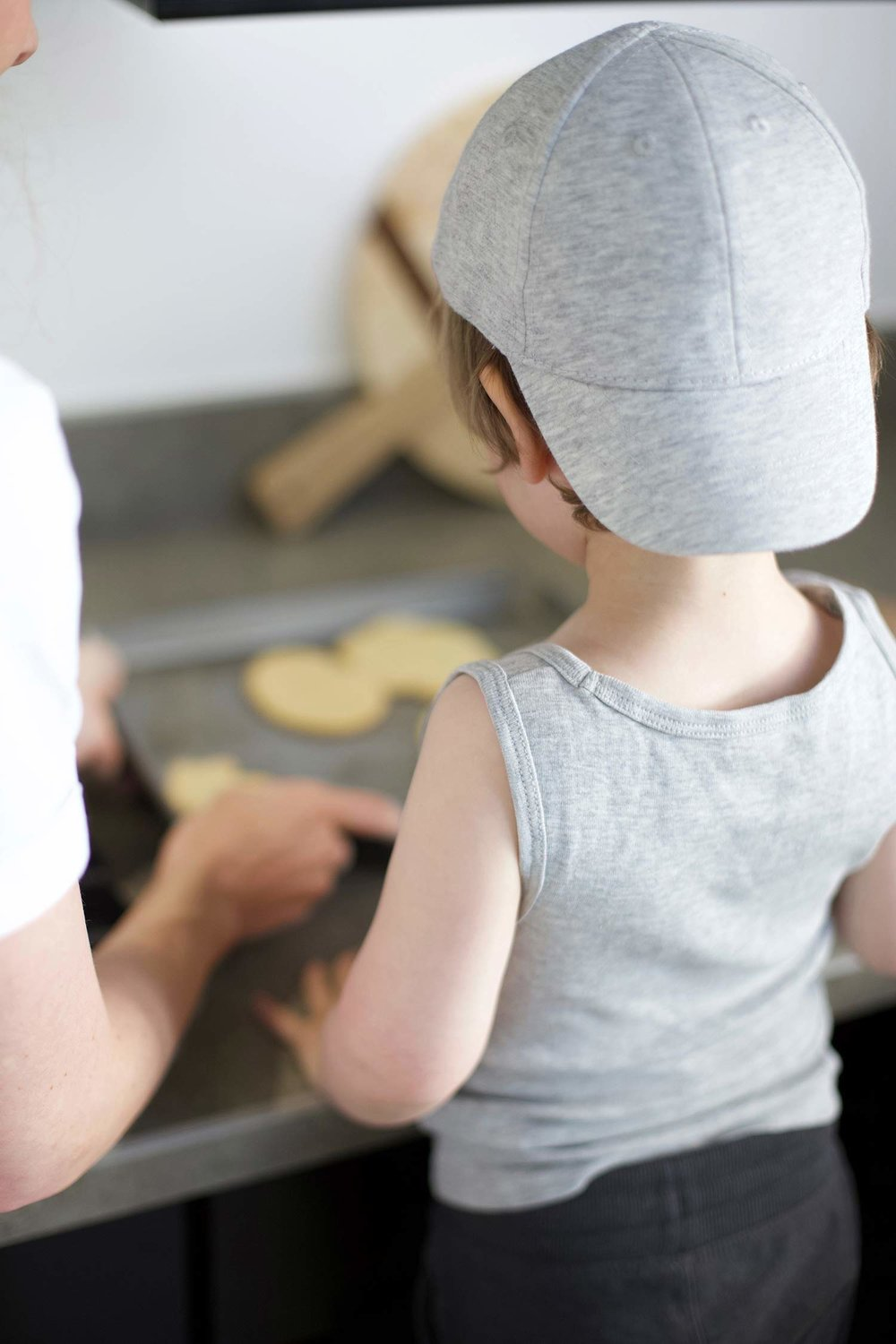toddler boy cooking H&M gray cap and tank