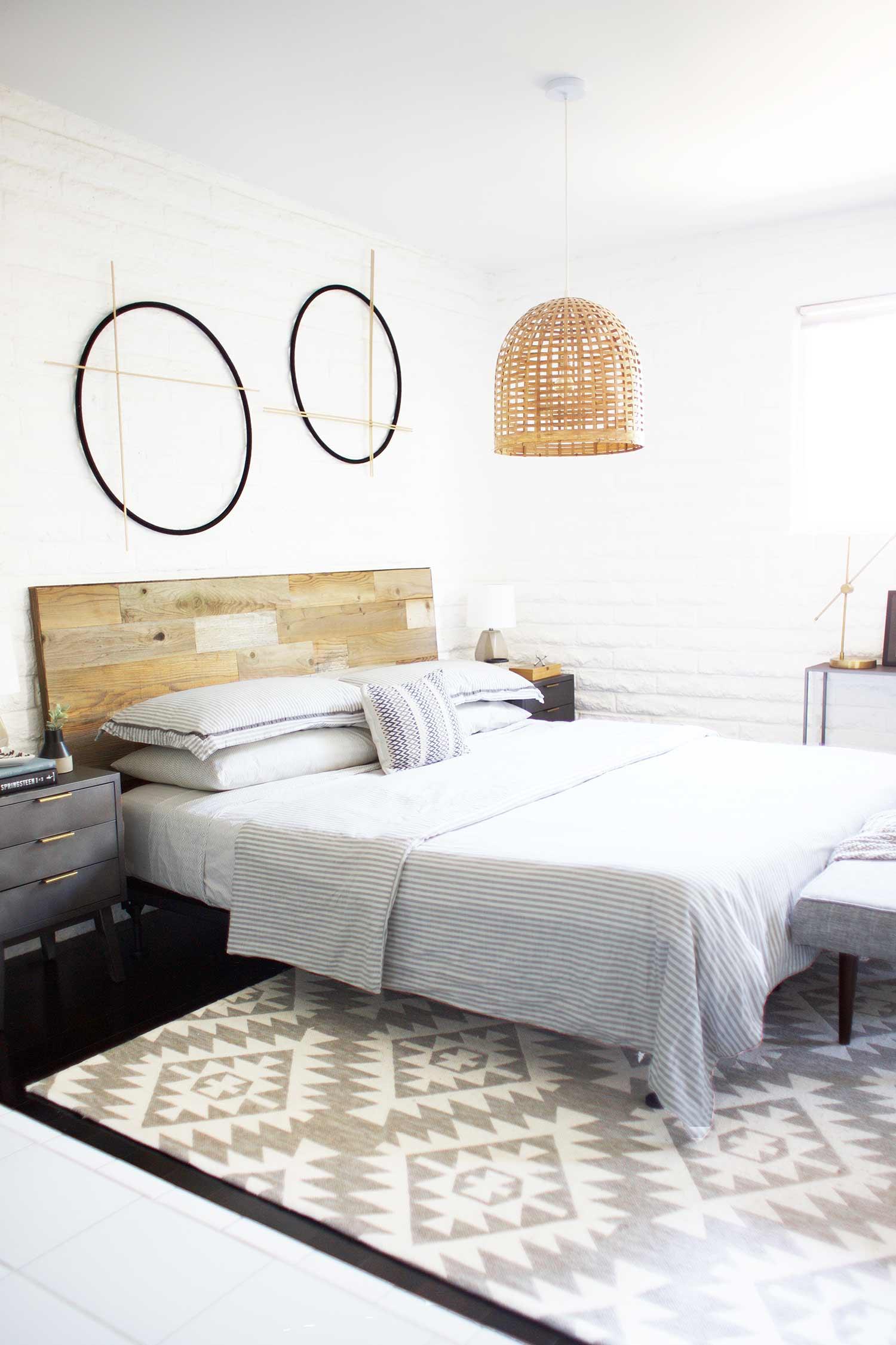20 Minute DIY Reclaimed Wood Headboard — Kristi Murphy   DIY Blog