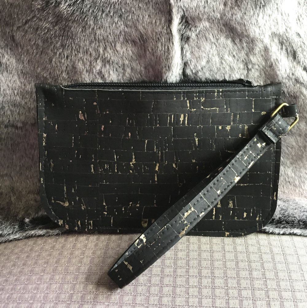 Zippered wristlet pouch