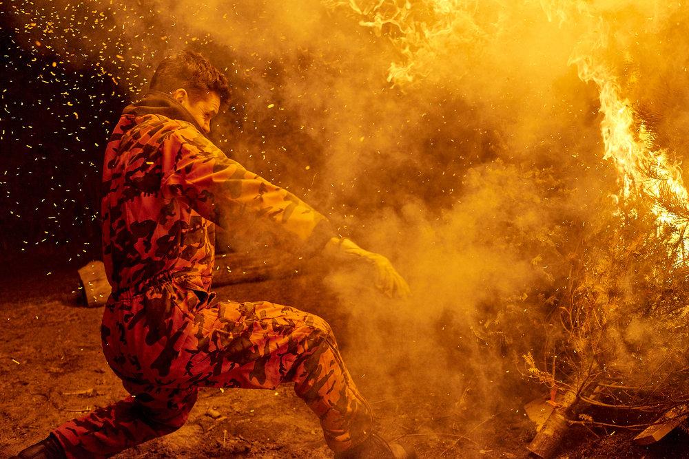 18-03-06_Xmas_Tree_Fire_DSC4907.jpg