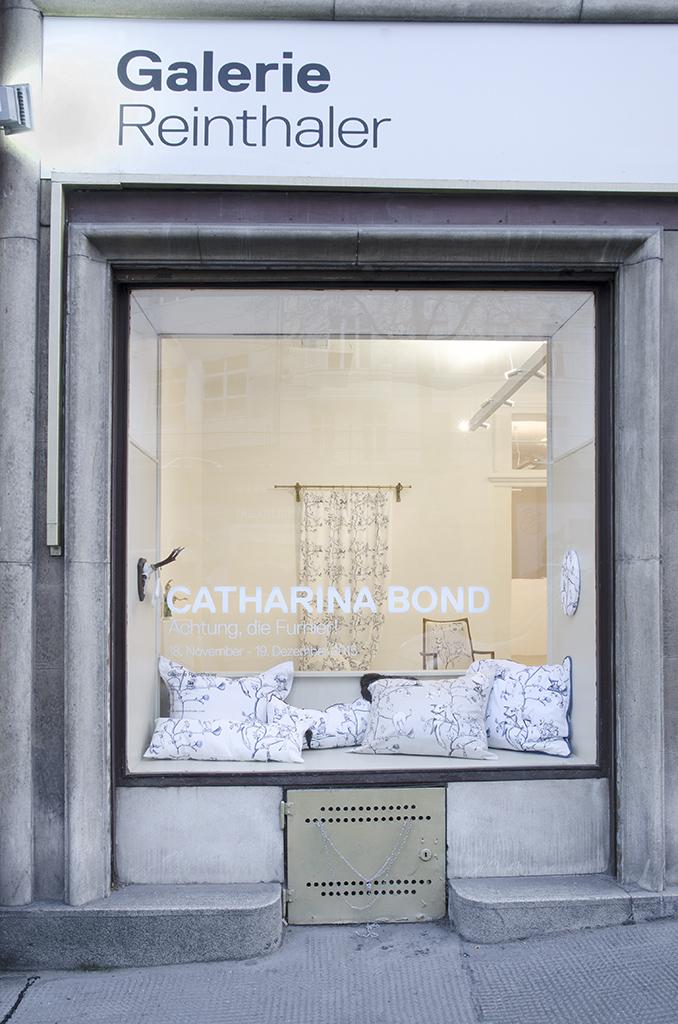 Vorsicht, die Furnier!_Catharina Bond at Galerie Reinthaler_2015_Foto Julia Gaisbacher_12.jpg