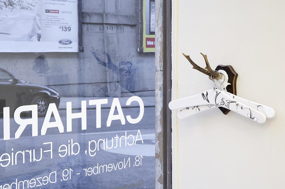 Vorsicht, die Furnier!_Catharina Bond at Galerie Reinthaler_2015_Foto Julia Gaisbacher_18.jpg