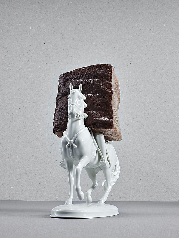 untitled (horse), porcellain, silicone, silicone paint, 25 x 15 x 10 cm,2016