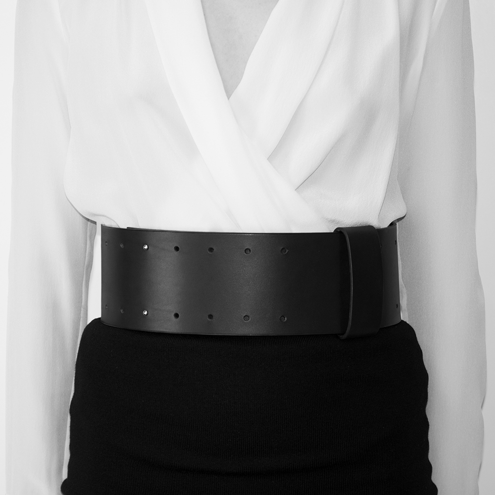 'Minimalist' Leather Waist Belt_model.jpg