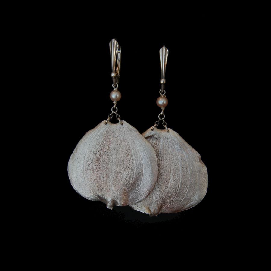 michelle-hoting-dogwood-earrings-blk.jpg
