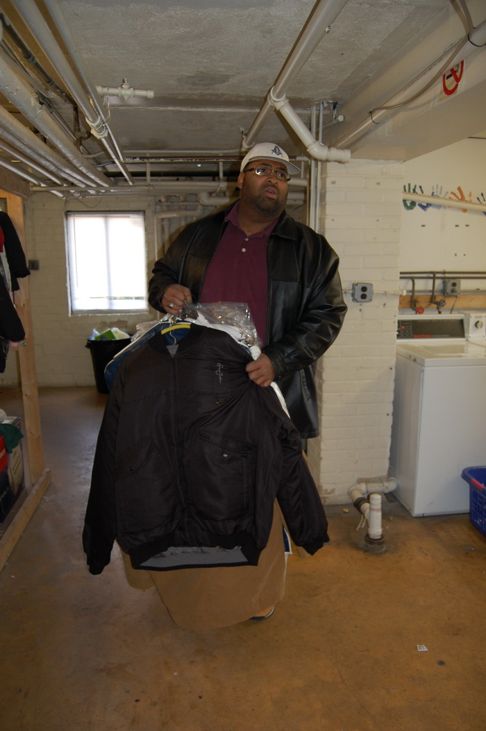 2013.11.23 - coat drive distribution007_resize.jpg