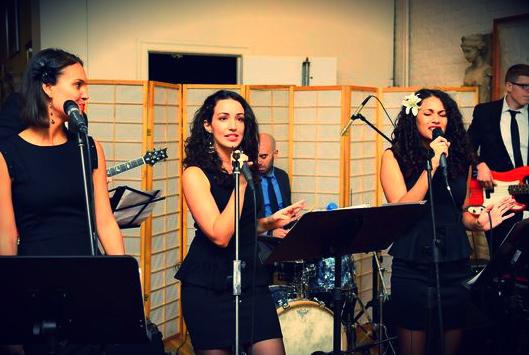 eliz sing.jpg