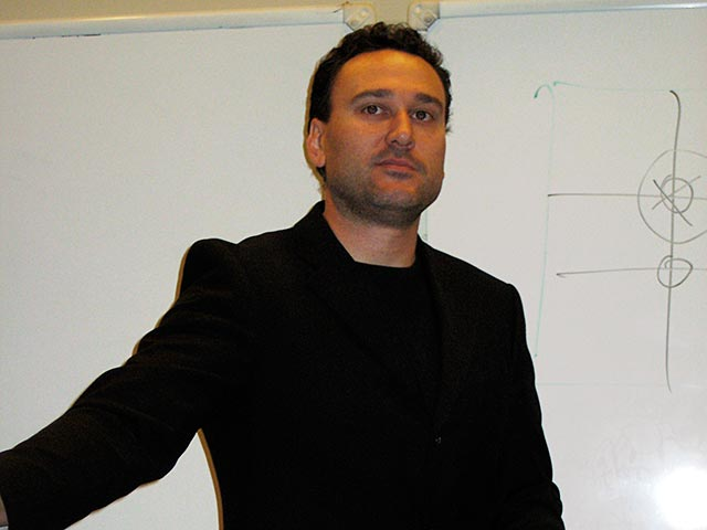 filmmaker_andrew_hunt_teaching_at_WJI_2008_2.jpg