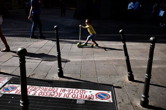 Milan, 2018 . . . #capturestreets #challengerstreets #burnmyeye #life_is_street #hcsc_street #burnmagazine #leicacamera #leicathailand #leicam10 #rentalmag #myfeatureshoot #hikaricreative