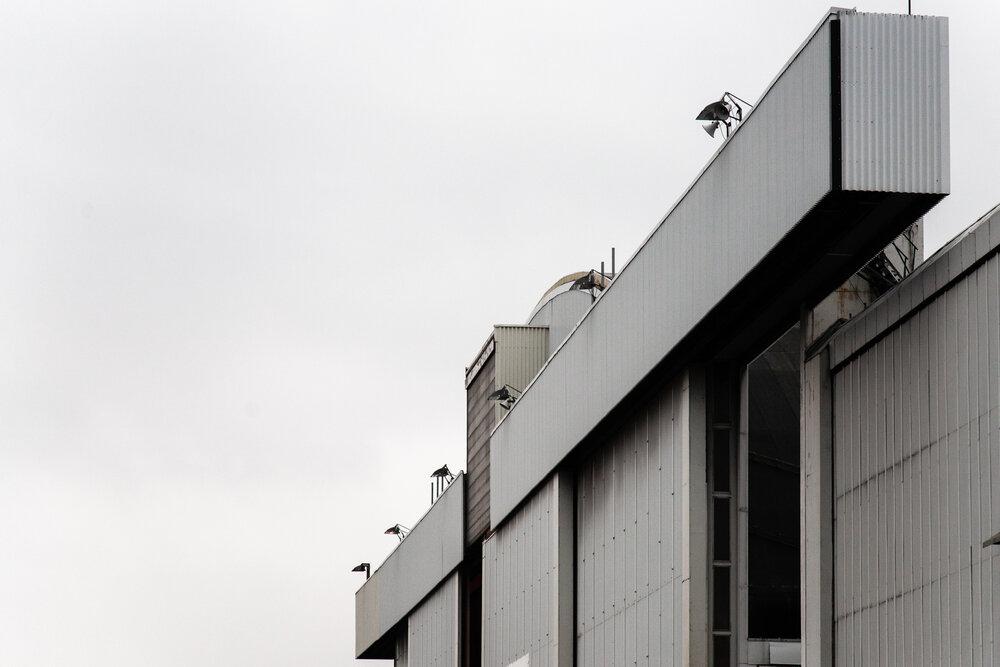 Prosjekt som dokumenterer den nedlagte flyplassen før utbyggningen av området.Utstilt i Hundsund Grendesenter i 2008   Hangar, Fornebu flyplass 2007