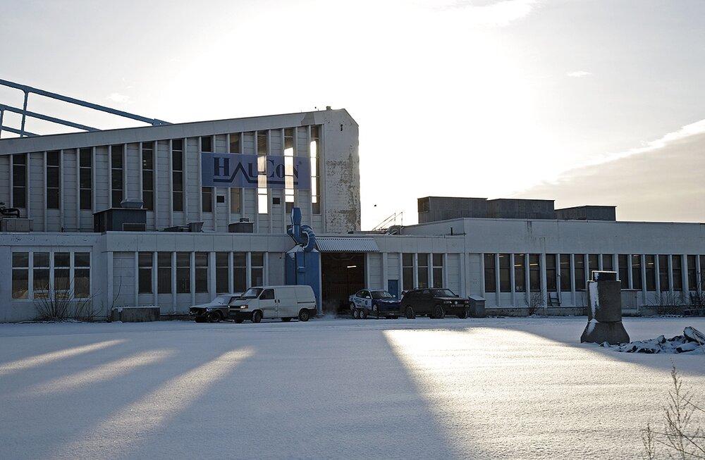 Nedlagte Fornebu flyplass før utbyggningen av området.Utstilt i Hundsund Grendesenter i 2008.   Hangar, Fornebu flyplass 2007