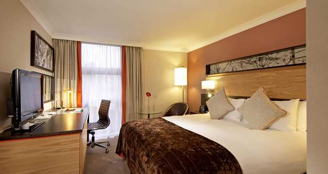 Hilton Kensington: 7 minute drive from Westpoint.