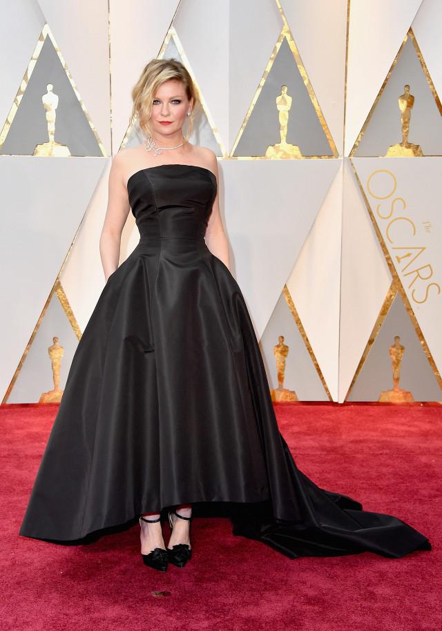 Kirsten Dunst Oscars 2017 Red Carpet Jewellery
