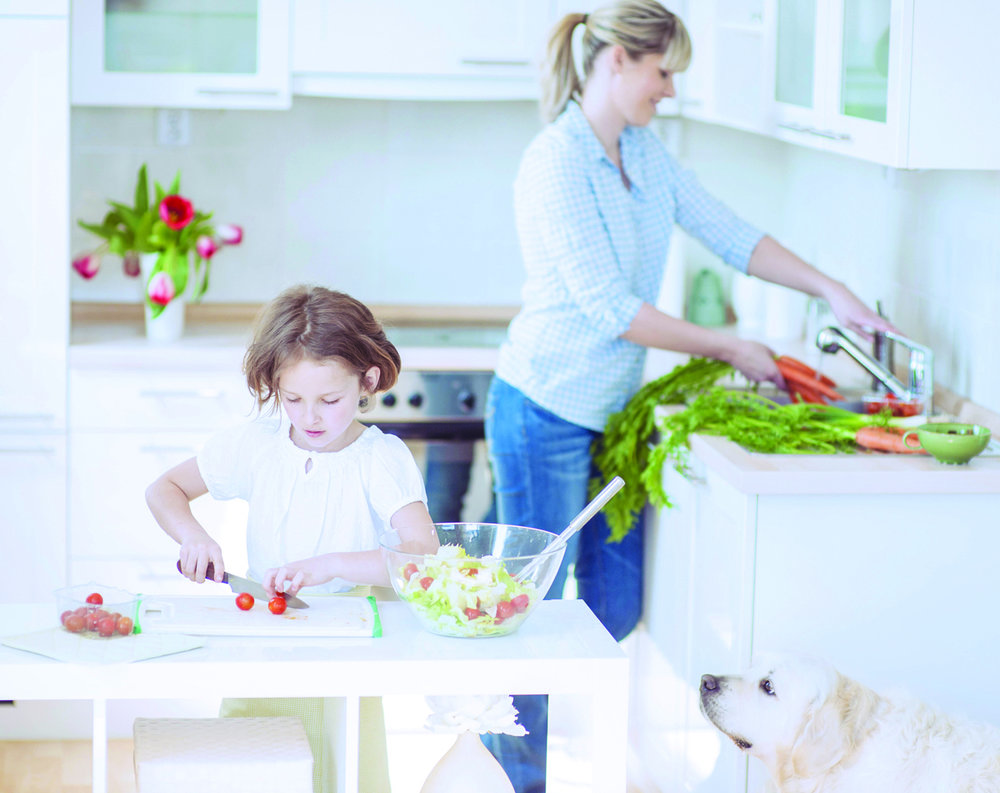 Busy working moms can save time by involving the whole family when preparing meals.