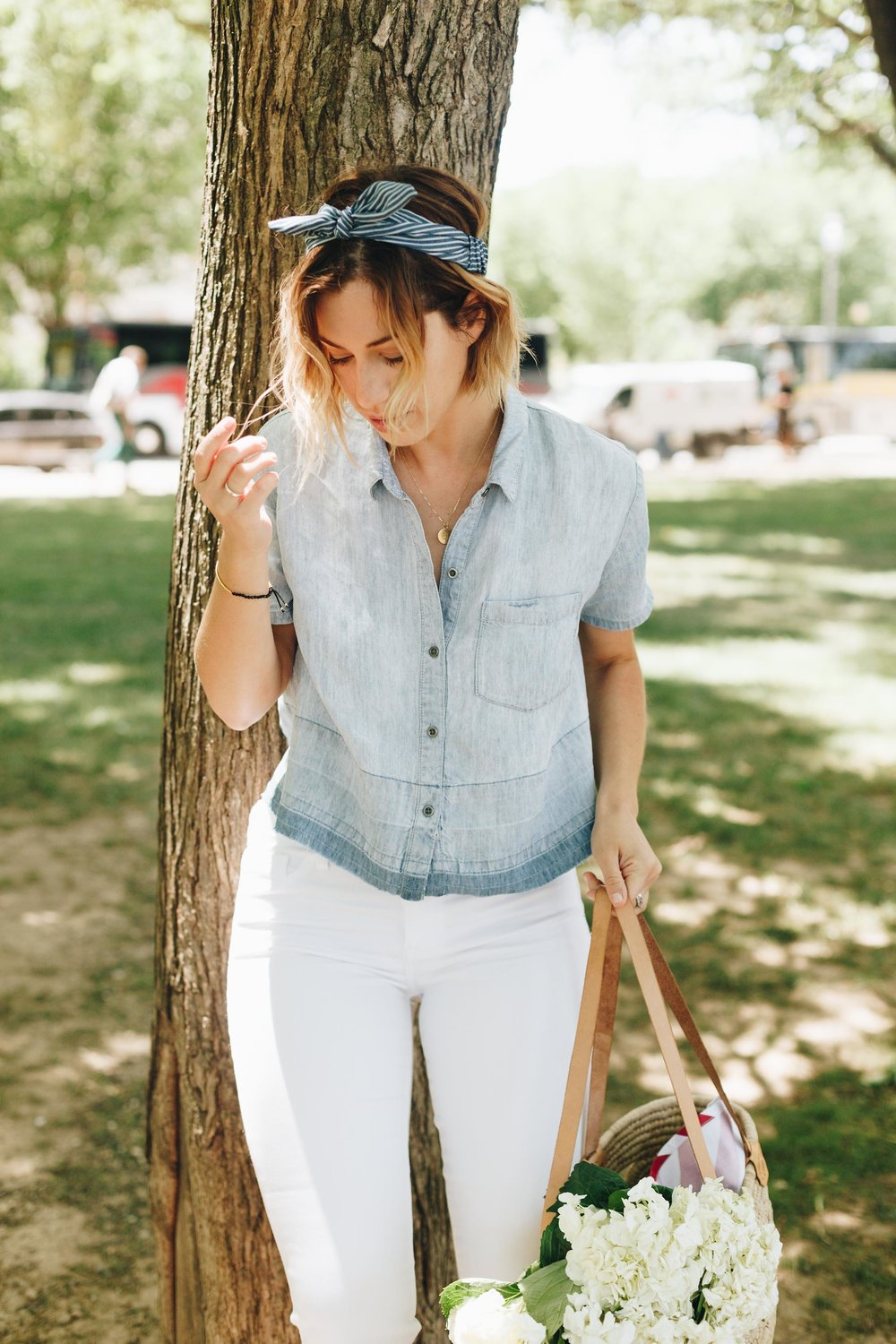 white-jeans-outfit