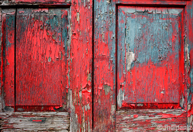 greenredwoodendoor.jpg