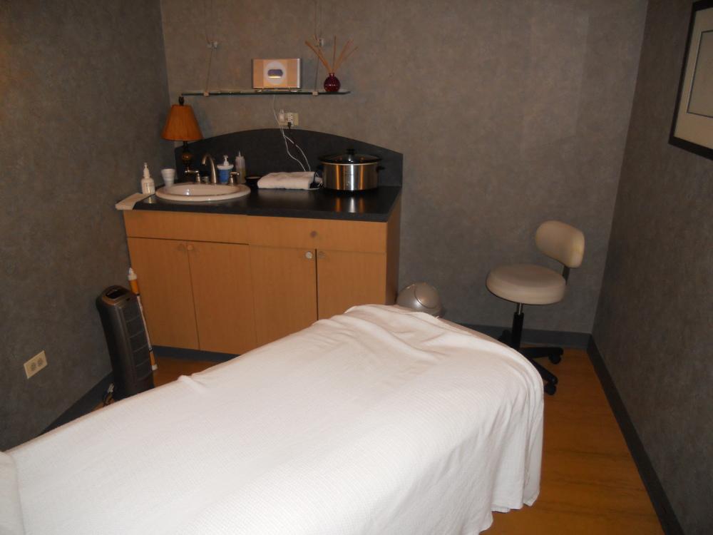 19 - Spa Room 1.JPG