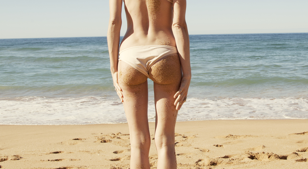 sandy buns pictures are mandatory when going to the beach!