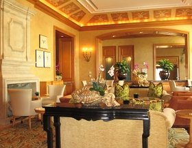 3 Lounge 1 .JPG