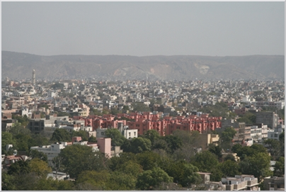 City view of Jaipur, in the middle is the Pink City.