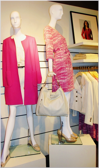 Fuchsia and white, easy to wear with a 60s style, perfect for Spring.