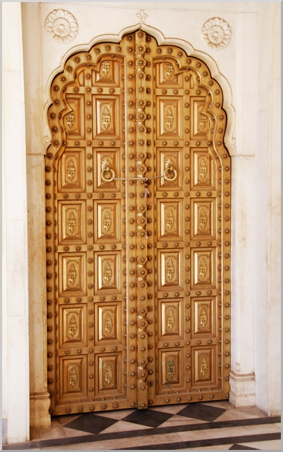 Golden Door at Umaid Bhawan in Jaipur leading into an imaginairy world of wonder.