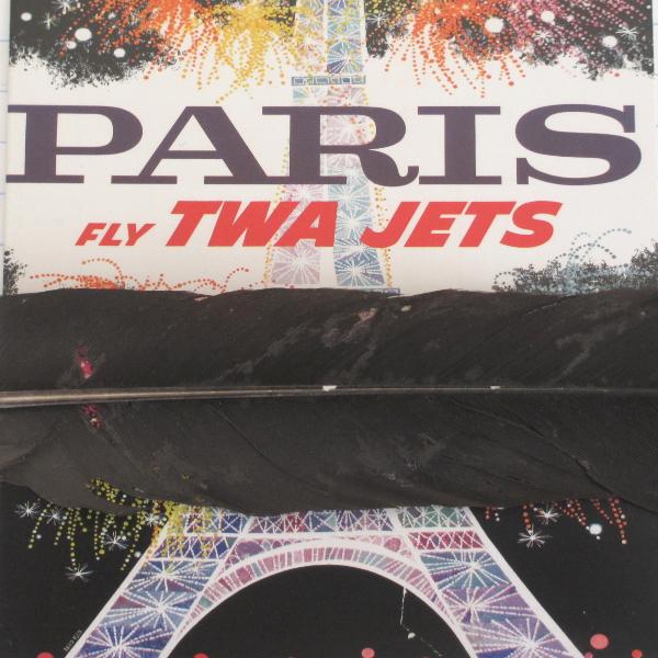 Paris je pleure. Une plume noire couvre mon coeur.