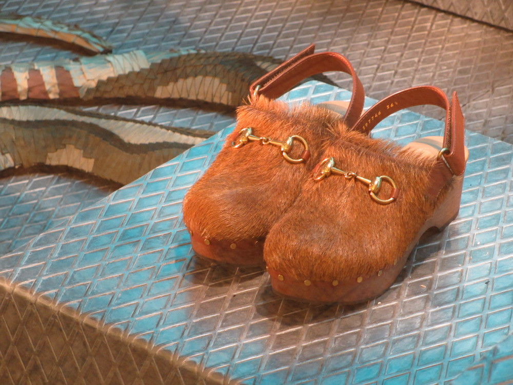 Furry clogs with snake, surely if you go on vacation to wintery Lappland?