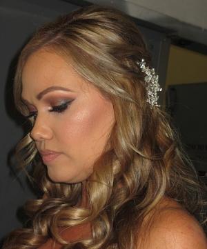 bride hair clip.jpg