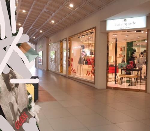 inside mall KSpade store.jpg